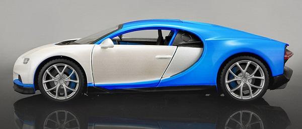 โมเดลรถยนต์ โมเดลรถเหล็ก Bugatti Chiron blue white 3