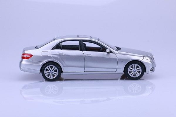 โมเดลรถ โมเดลรถเหล็ก โมเดลรถยนต์ Benz E 350 E-class silver 3