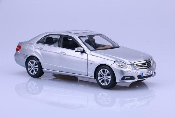 โมเดลรถ โมเดลรถเหล็ก โมเดลรถยนต์ Benz E 350 E-class silver 1