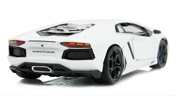 โมเดลรถ โมเดลรถเหล็ก โมเดลรถยนต์ Lamborghini Aventador white 2