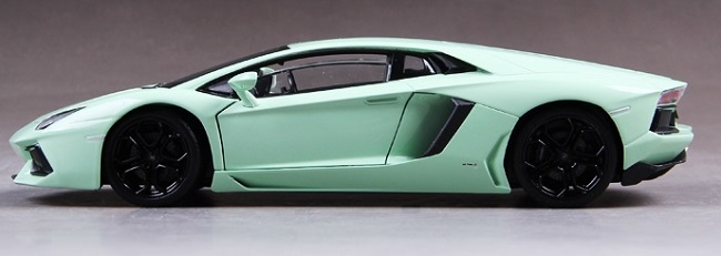 โมเดลรถเหล็ก โมเดลรถยนต์ lamborghini aventador light green 3