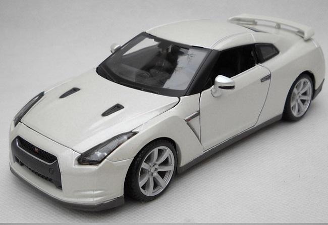 โมเดลรถ โมเดลรถเหล็ก โมเดลรถยนต์ Nissan GTR 2009 white 1
