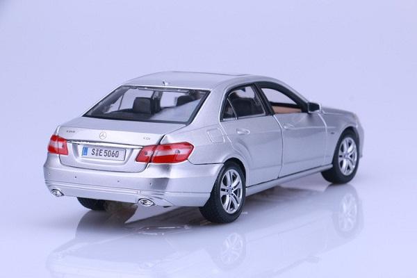 โมเดลรถ โมเดลรถเหล็ก โมเดลรถยนต์ Benz E 350 E-class silver 2