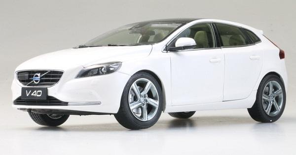 โมเดลรถ โมเดลรถเหล็ก โมเดลรถยนต์ Volvo V40 white 1