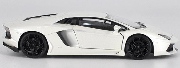 โมเดลรถ โมเดลรถยนต์ โมเดลรถเหล็ก Lamborghini lp700-4 white 3