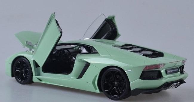 โมเดลรถเหล็ก โมเดลรถยนต์ lamborghini aventador light green 5