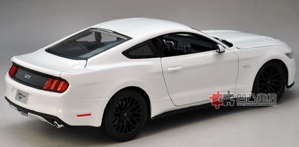 โมเดลรถ โมเดลรถเหล็ก โมเดลรถยนต์ Ford Mustang 2015 ขาว 2