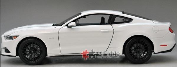 โมเดลรถ โมเดลรถเหล็ก โมเดลรถยนต์ Ford Mustang 2015 ขาว 3