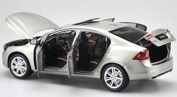 โมเดลรถ โมเดลรถเหล็ก โมเดลรถยนต์ Volvo S60L silver 5