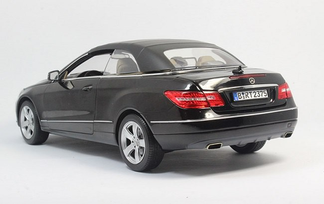 โมเดลรถ โมเดลรถเหล็ก โมเดลรถยนต์ Benz E Class E500 black 2