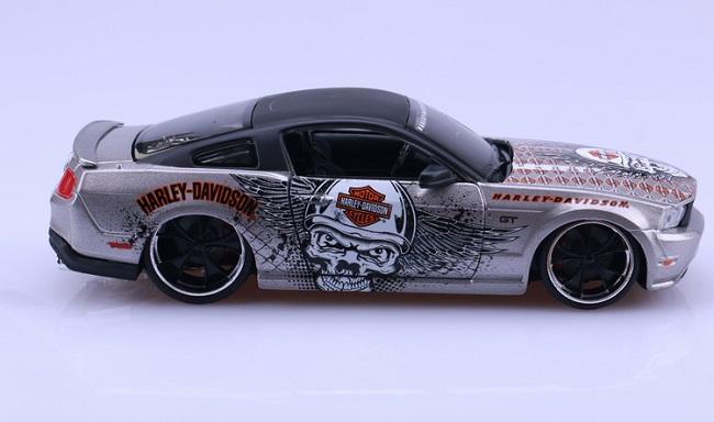 โมเดลรถ รถเหล็ก โมเดลรถเหล็ก โมเดลรถยนต์ Ford Mustang 2011 6