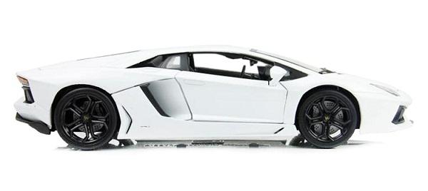 โมเดลรถ โมเดลรถเหล็ก โมเดลรถยนต์ Lamborghini Aventador white 3